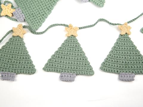 little crochet christmas trees bunting